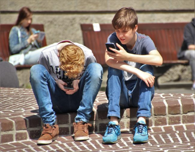 Ova država zabranjuje korišćenje mobilnih telefona u školama