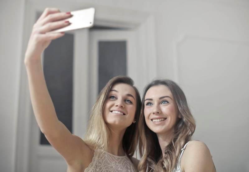 Pogledajte šta stručnjaci misle o fenomenu selfija i kako on utiče na sve nas