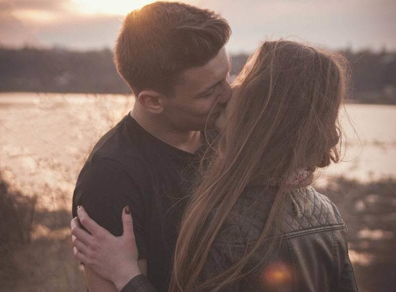 Ne sviđa vam se kako se ljubi? Primenite ova 3 saveta i uživaćete u savršenom poljupcu!