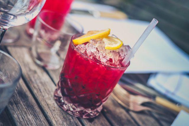 Kome alkohol više šteti – muškarcima ili ženama?