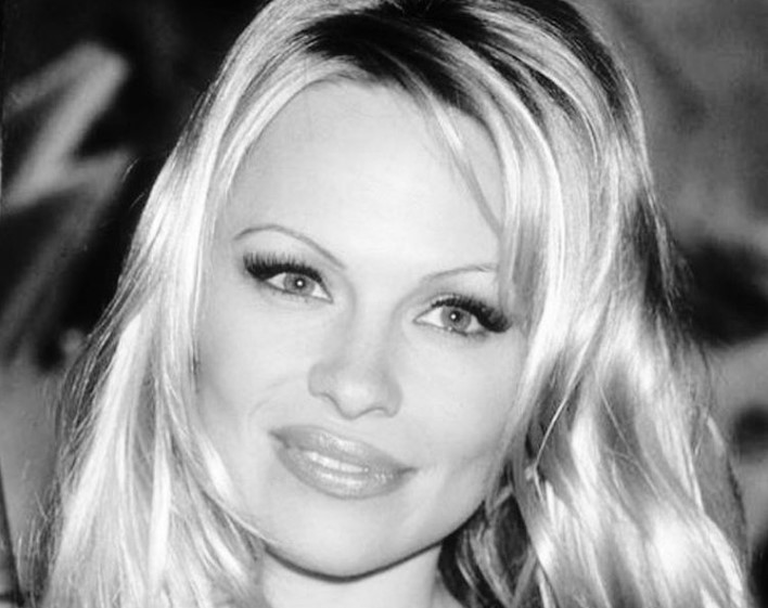 Pogledajte kako je Pamela Anderson izgledala pre plastičnih operacija