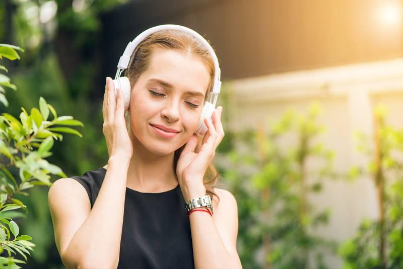 Nauka potvrdila: Ova pesma pomaže u borbi protiv depresije!