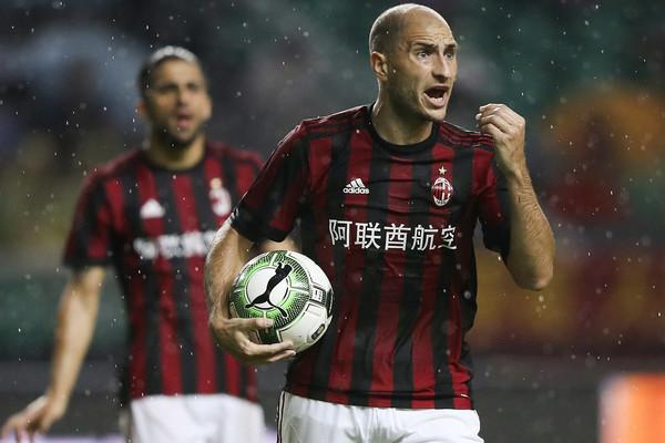 Bivši defanzivac Milana izveo možda i najgori penal ikada (VIDEO)