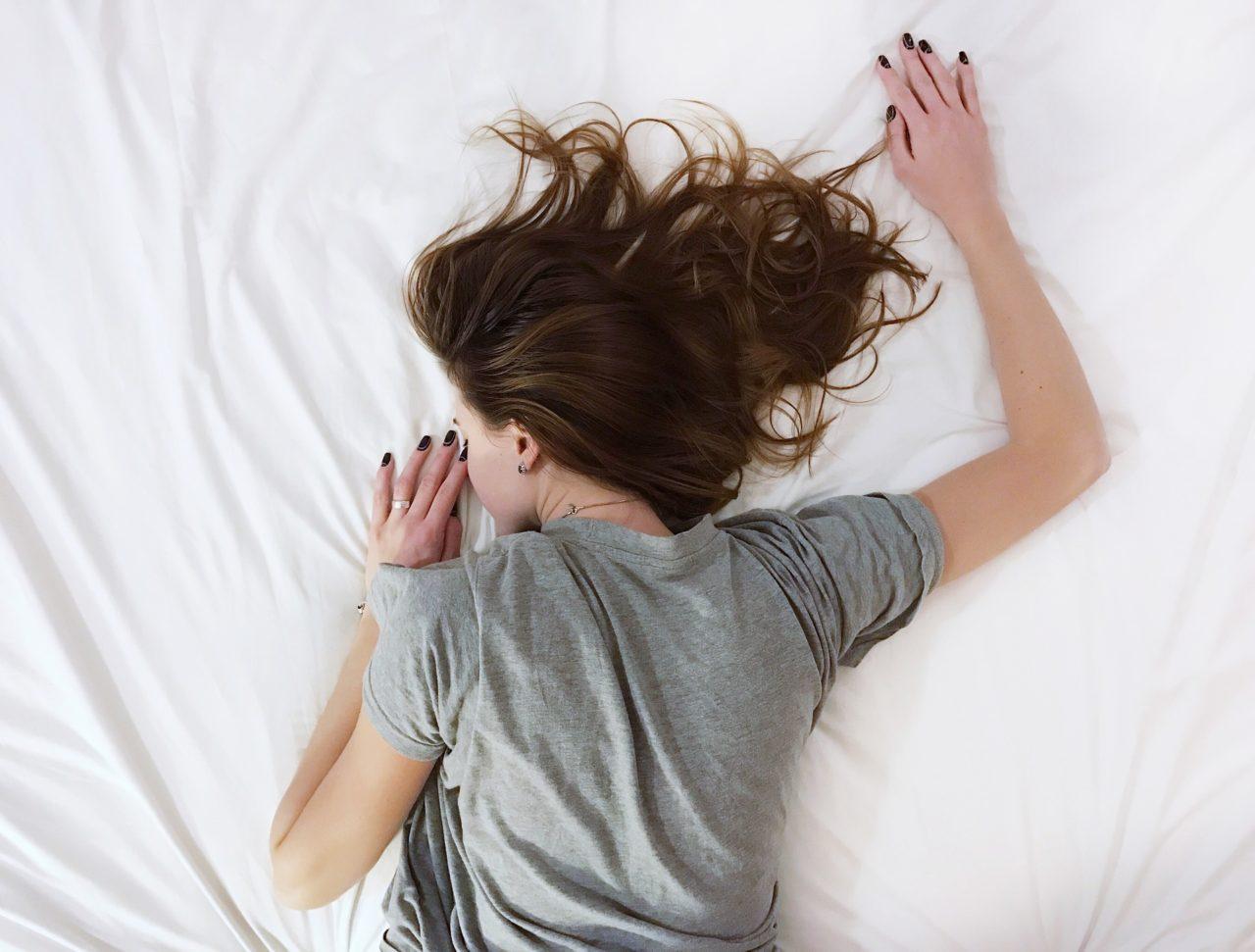 Umorni ste ali ne možete da zaspite? Uz ovaj trik zaspaćete za 2 sekunde!