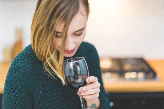 Da li i vi pravite ovu grešku kada pijete crno vino?