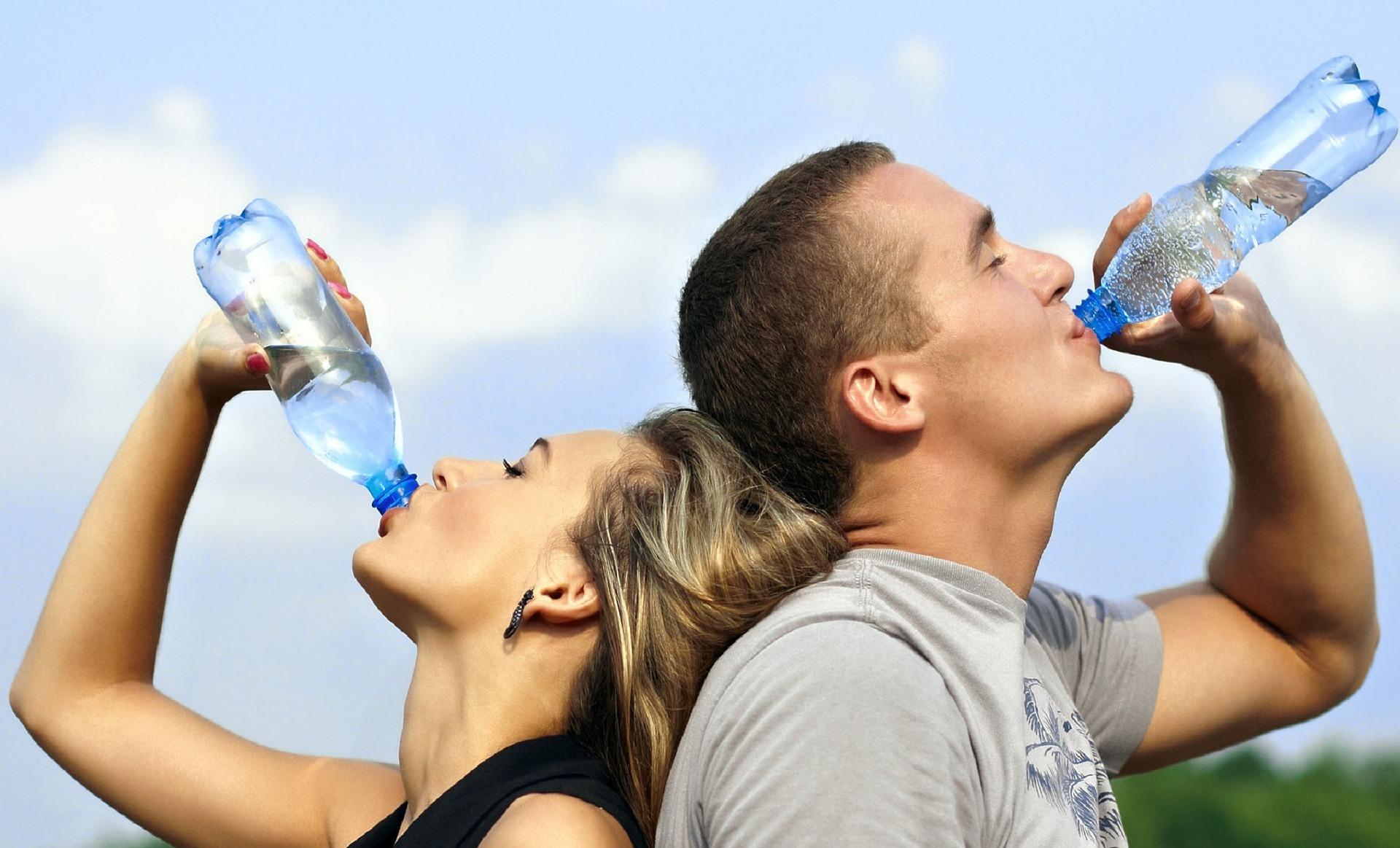 Nakon ovoga nikada više nećete piti vodu iz flaše a da je prethodno niste oprali