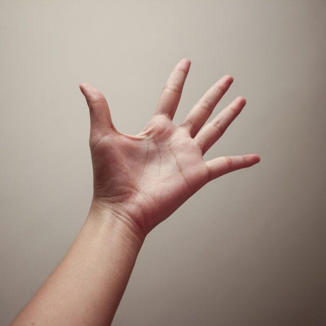 Spojite palac i mali prst i pogledajte da li će vam se ovo pojaviti na ruci