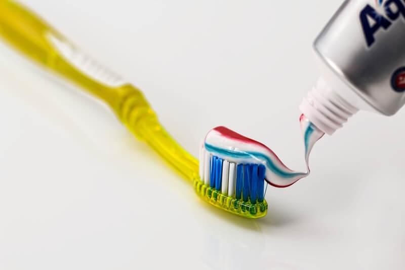 Znate li šta se dešava vašim zubima kada ih ne operete pre spavanja?