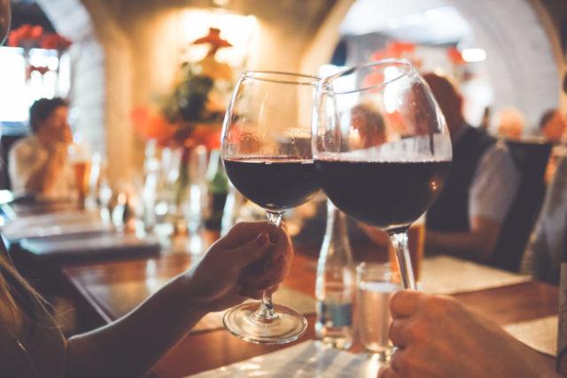 Uz ove trikove će i najjeftinije vino imati savršen ukus