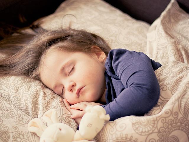 Pedijatri savetuju koliko bi deca trebalo da spavaju u zavisnosti od godina