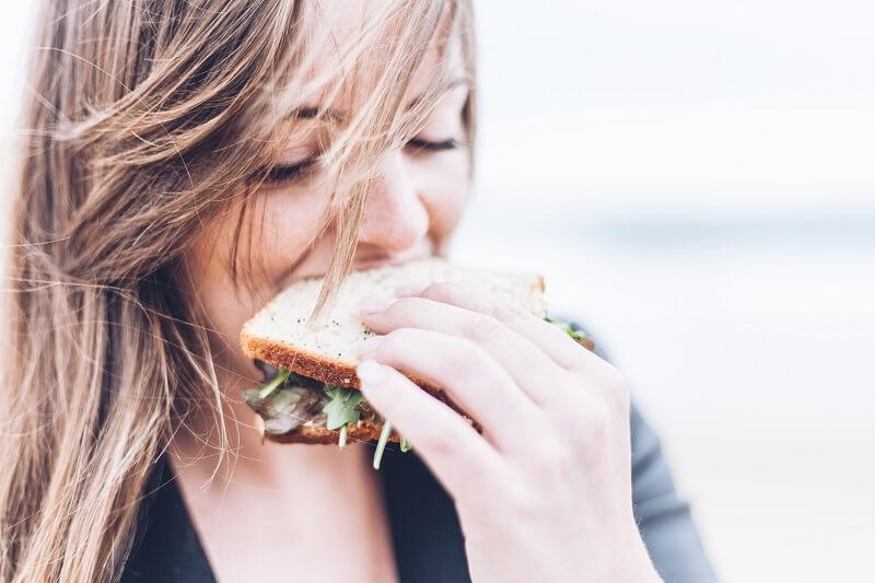 Radite neku od ovih 6 stvari posle jela? Time ozbiljno ugrožavate svoje zdravlje!
