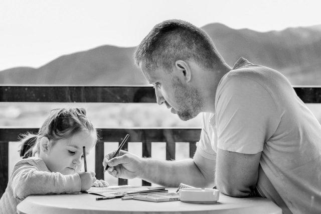 Ako se muškarac ovako ponaša, to je znak da će biti odličan otac!
