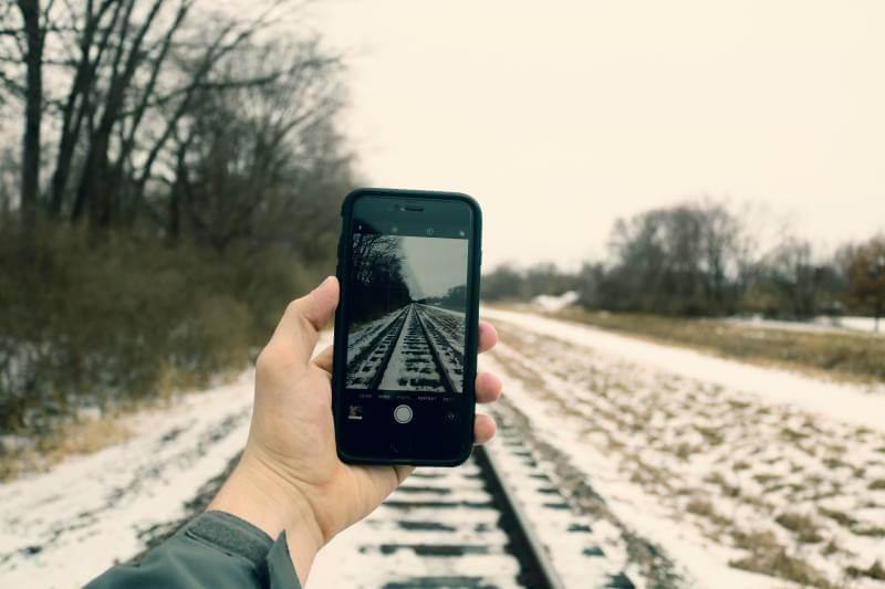 Evo šta treba da uradite ako vam telefon upadne u sneg!