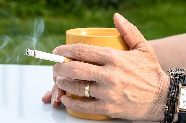 Kakva su posledice konzumiranja cigareta uz kafu
