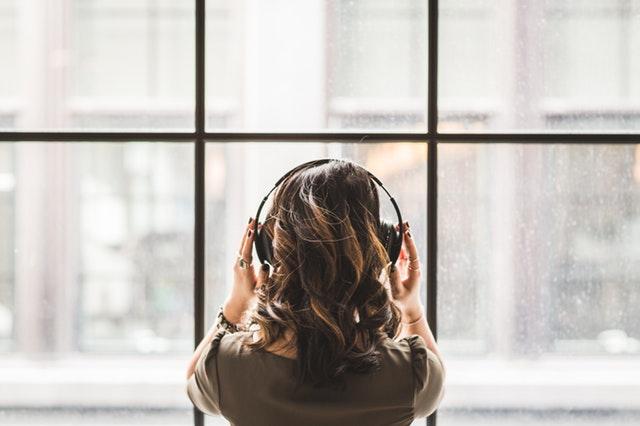 Ipak ne prihvatamo novine tako lako: Većina ljudi prestaje da sluša novu muziku kada uđe u ove godine