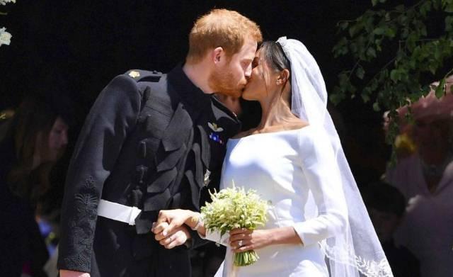 """Zaista je bilo kao u bajci: Sve sličnosti kraljevskog venčanja sa scenama iz """"Pepeljuge"""""""