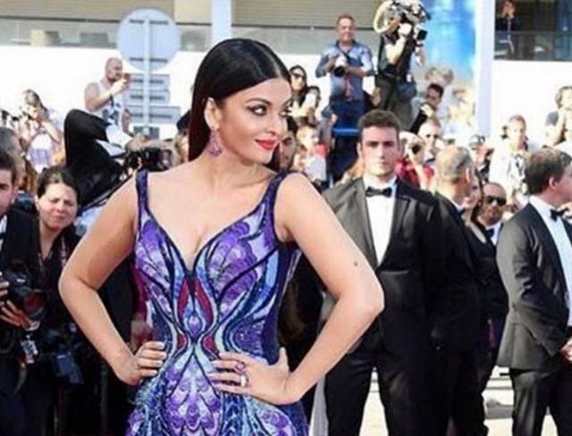 """""""Leptir haljina"""": Nekadašnja Mis sveta zadivila Kan haljinom koja je pravljena čak 125 dana!"""