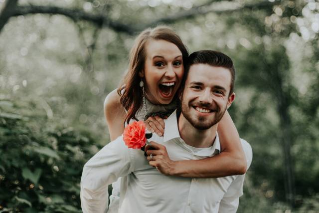 10 znakova da je ludo zaljubljena u vas!