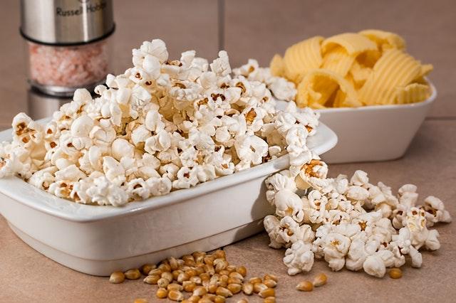 Uz dobar film obavezna je i dobra hrana: Šta jedu ljudi u bioskopima širom sveta?
