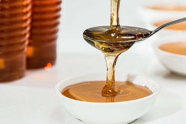 Med u kombinaciji sa ovim namirnicama leči i najteže bolesti!