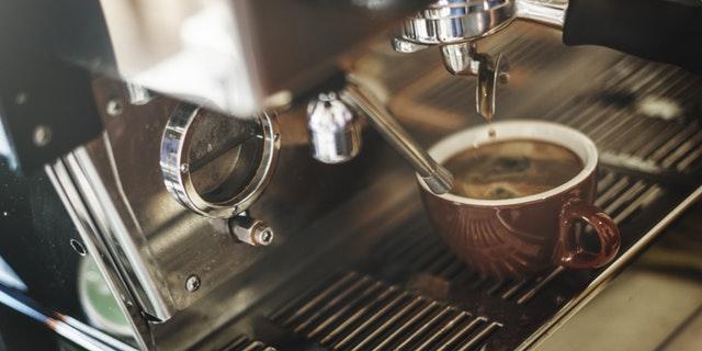Šta piti ujutru umesto kafe? Birajte između ova 3 zdrava napitka!