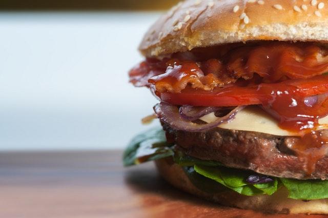 Znate li šta se dešava u telu kada pojedete samo jedan hamburger?
