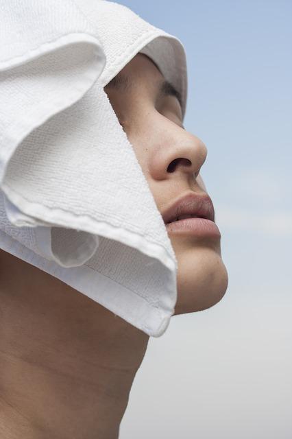 Evo zašto ne treba da brišete lice peškirom!