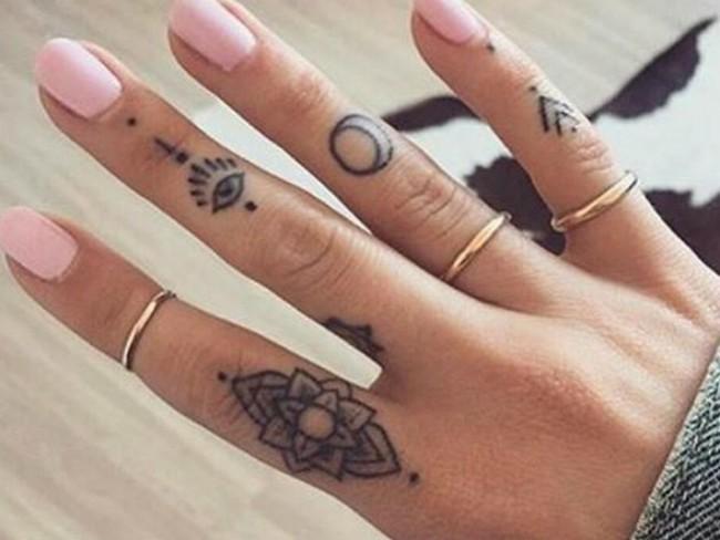 10 neodoljivih tetovaža na prstima koje svi žele