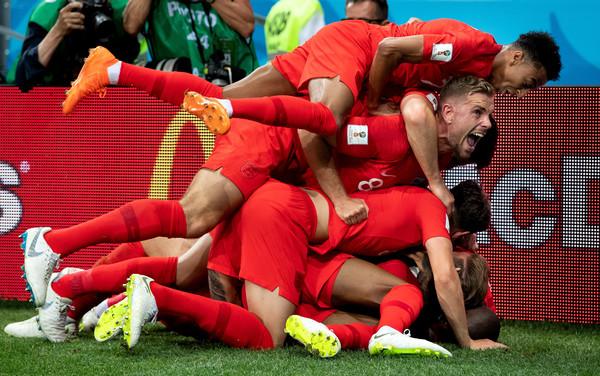Navijači Engleske pali u trans nakon pobede nad Kolumbijom! (VIDEO)