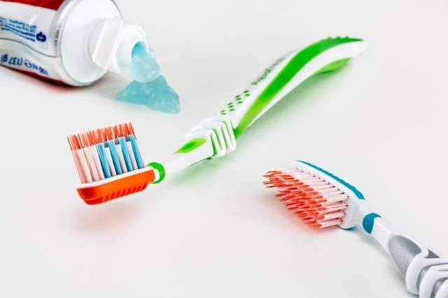 Čemu služi obojeni deo na četkicama za zube