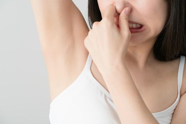 13 prirodnih načina kojima možete da rešite problem preteranog znojenja