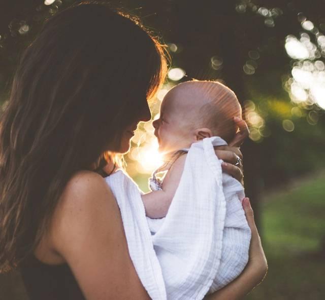 Hit za sve generacije: Naučnici utvrdili da ovu pesmu vole čak i bebe u stomaku!