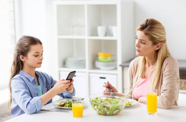 Osveta dece kojima je majka oduzela mobilne telefone