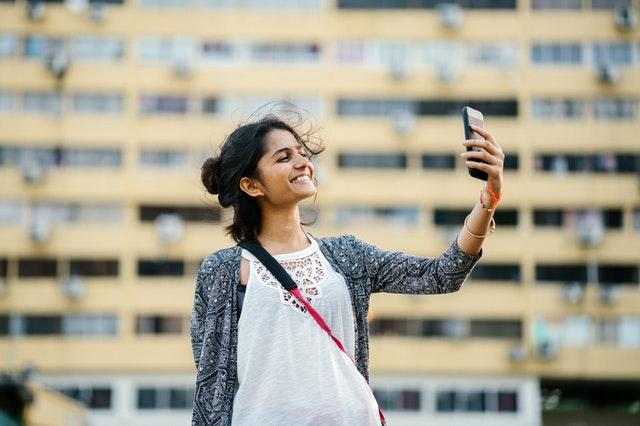 Šta pokazuje kako zaista izgledamo – ogledalo ili fotografija?