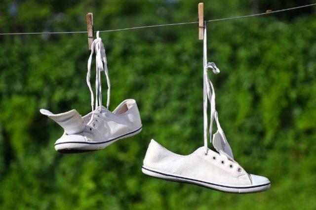 2 genijalna trika kako da vam bela obuća uvek bude bela