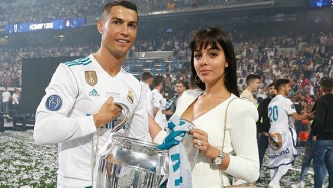 Pred lepom Georginom je veliki zadatak: Koliko to dece Ronaldo želi?