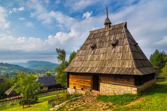Tradicionalne kuće , jedinstvena gradnja  Shutterstock_479880475-e1528969019628