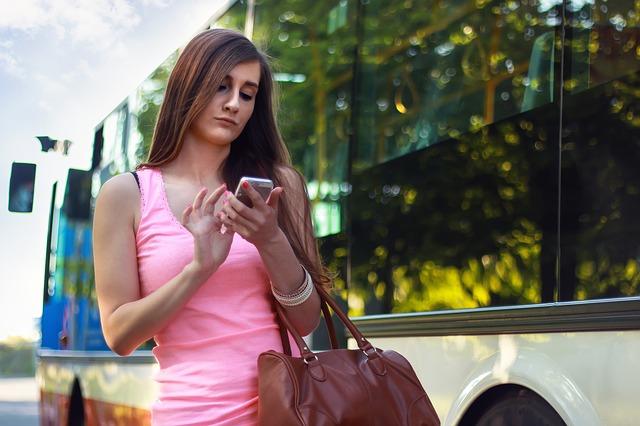 Pričate o nečemu i posle par minuta vam se pojavi reklama na Fejsu? Da li vas telefon prisluškuje?