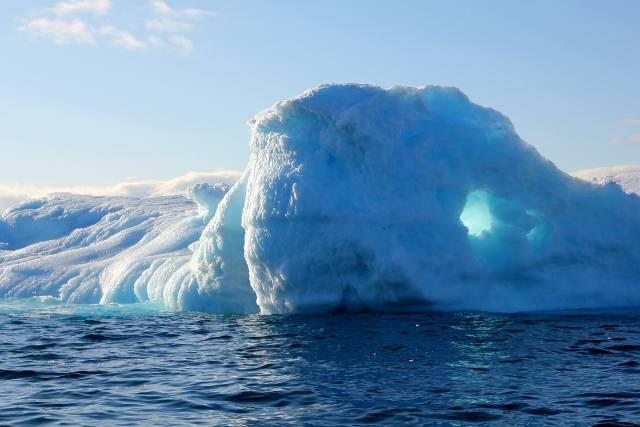 Neverovatna moć prirode: Za samo 30 minuta 10 milijardi tona leda srušilo se u more