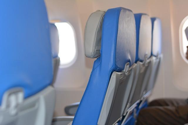 Da li ste se ikada zapitali zašto su skoro sva sedišta u avionu plave boje?
