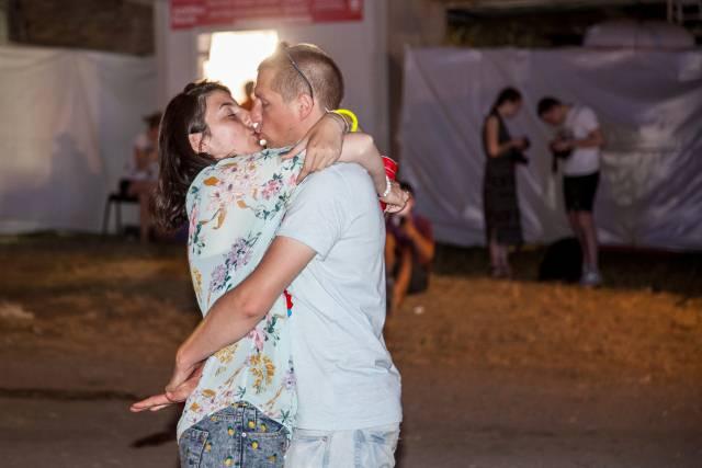 Društvene mreže gore: Irac smuvao Srpkinju na Egzitu a onda mu stigla poruka zbog koje mu je sve preselo