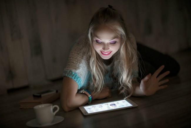 Šta lažu žene, a šta muškarci prilikom upoznavanja preko Interneta