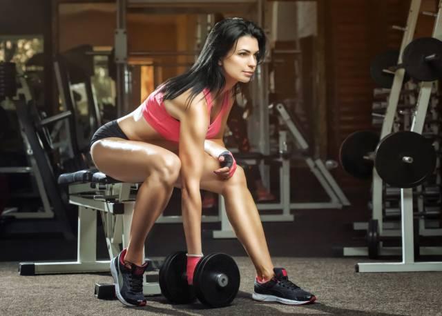 Ne ide vam se u teretanu da vežbate? Uz ovaj četvorominutni trening zamenićete jedan sat u teretani a rezultati su sjajni!