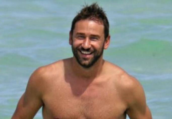 Dok Adriana Lima niže ljubavne skandale, Marko Jarić uživa sa ćerkicama na moru!