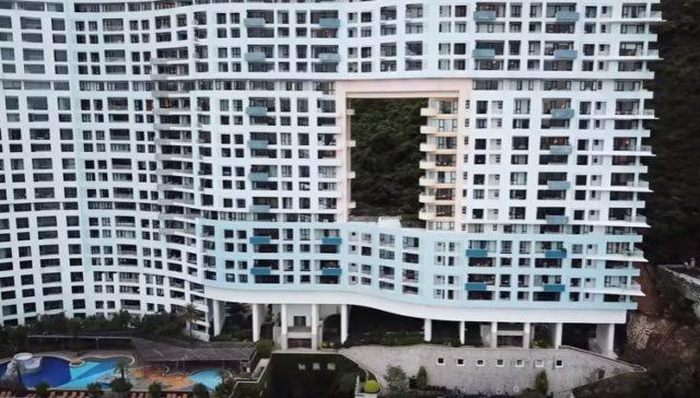 Zgrade u Kini se razlikuju od onih u ostatku sveta: Sve imaju ogromne rupe, a razlog za to je i više nego čudan!