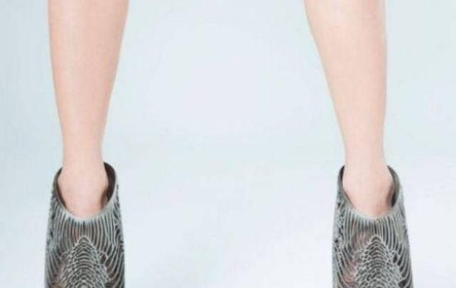 Najnoviji model cipela izgleda kao nakit za stopala: Žene čekaju u redu da ih imaju a mi se pitamo – zašto?