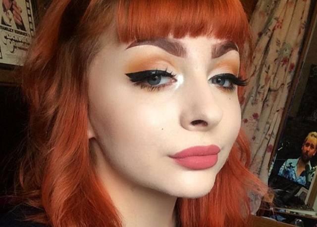 Objavila je fotografiju bez šminke na Instagramu i zbog toga ju je dečko ostavio a hiljade pratilaca – otpratile!