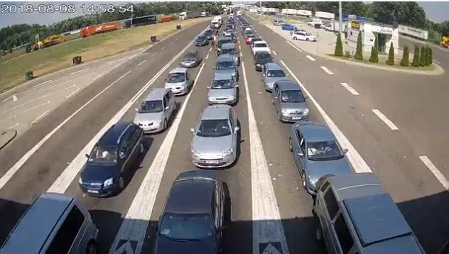 Srbi osmislili genijalan način da se zabave dok satima čekaju u redovima na granici