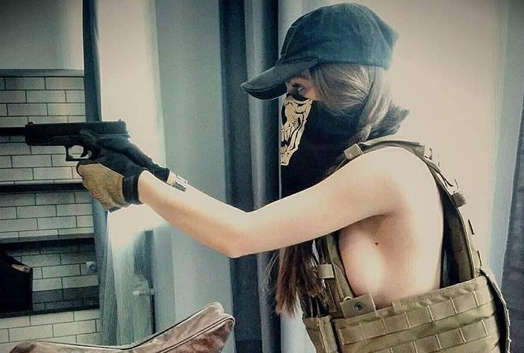 Za ovu Ruskinju kažu da je najlepša žena u uniformi a kada vidite kako izgleda bez nje – zanemećete!