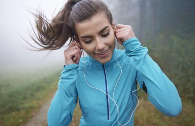 Zašto treba da slušate muziku dok vežbate?